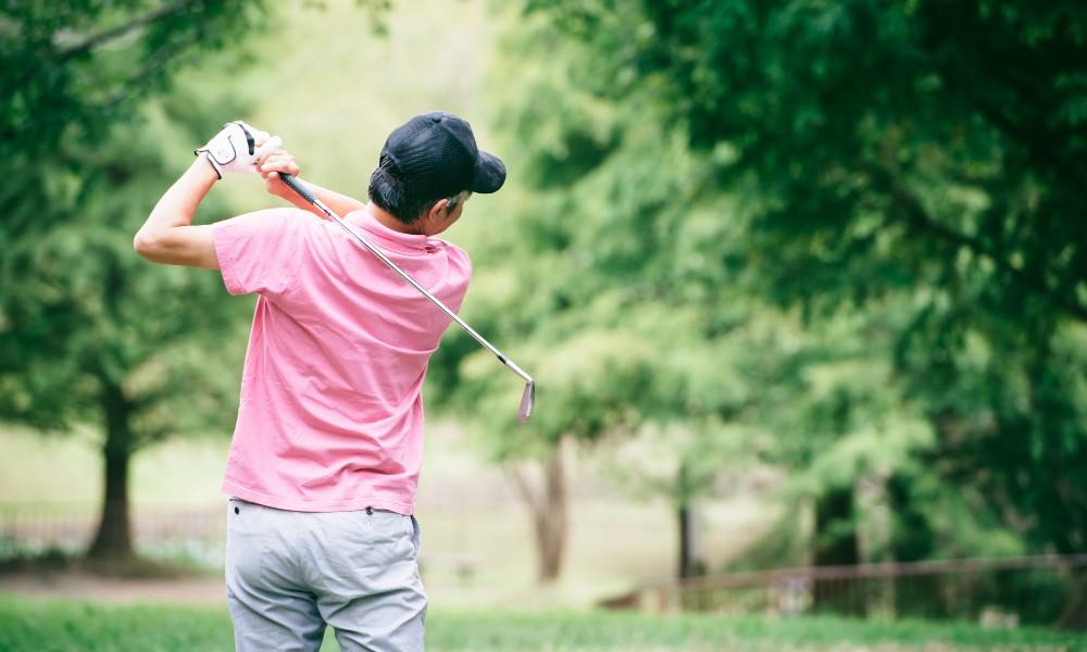 経費にできるゴルフプレー代金は?コンペやゴルフ用品、ゴルフ会員権の会計上の取り扱い